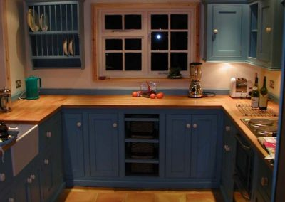 PAINTED KITCHEN WITH BEECH WORKTOP 6